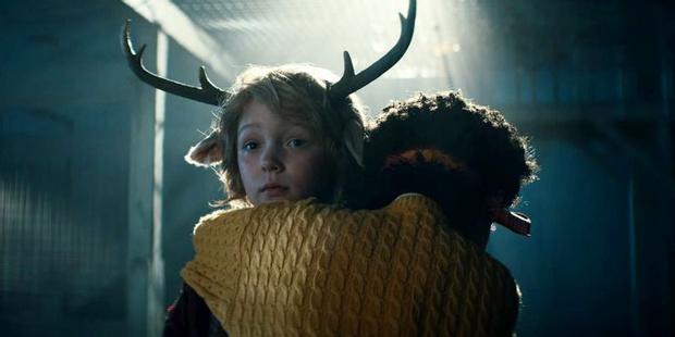 Фото №10 - «Sweet Tooth: Мальчик с оленьими рогами»: что произошло в финале 1 сезона ✨