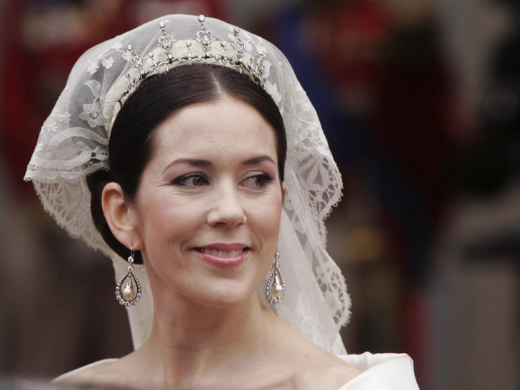 Фото №3 - От макияжа до прически: секреты красоты королевских невест