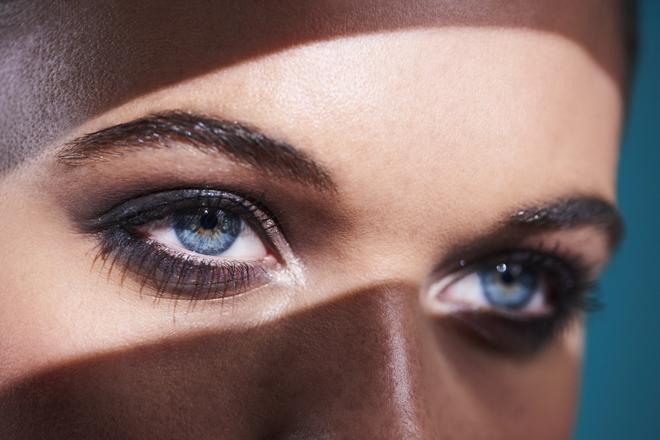 Фото №2 - Инструкция: как делать макияж девушкам с нависшим веком