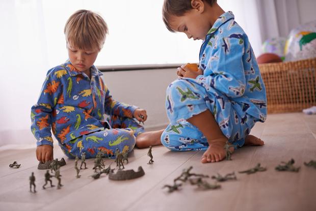 Фото №1 - Вопрос психологу: Сын не хочет делиться своими игрушками!