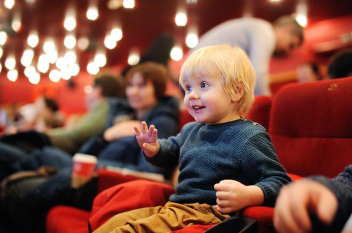 Фото №1 - Зачем вести ребенка в театр?