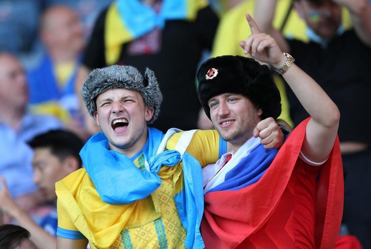 Фото №2 - Украинские фанаты избили россиянина, который пришел поддержать сборную Украины (видео)