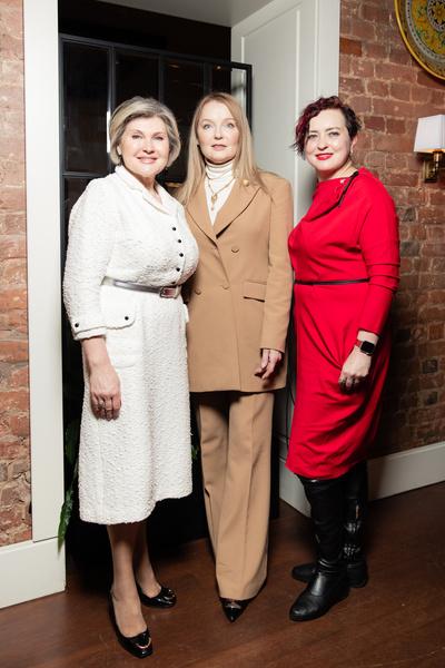 Фото №3 - Олеся Судзиловская и Эвелина Бледанс с сыном посетили ужин друзей