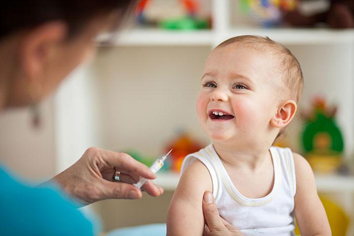 Фото №1 - Стоит ли делать детям прививки?