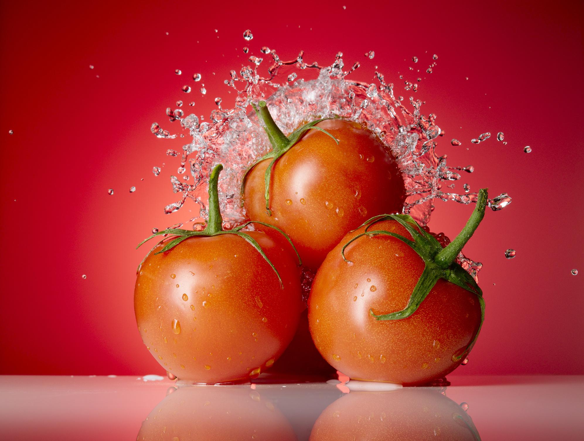 est-pomidor-vo-sne-k-chemu-snitsya