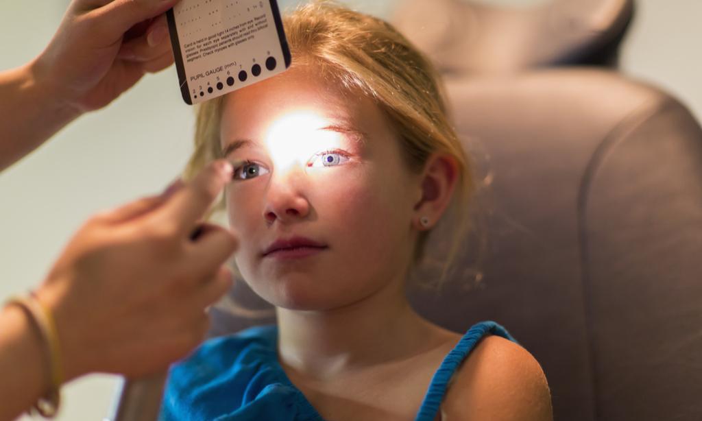 Глаза покраснели и слезятся: как лечить конъюнктивит у ребенка