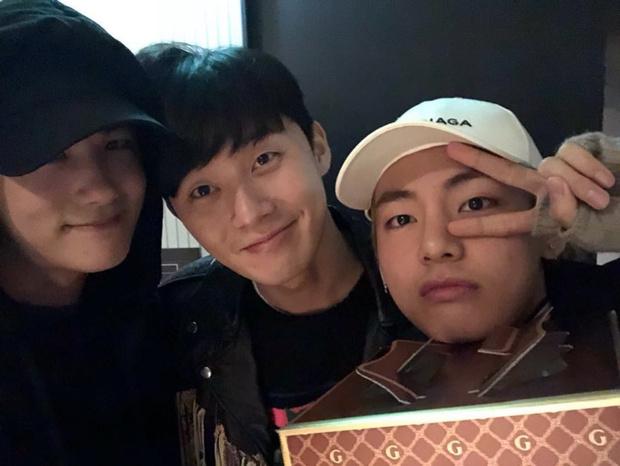 Фото №3 - 10 самых няшных моментов дружбы Пак Со Джуна и Ви из BTS 💕