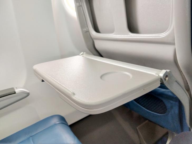 Фото №3 - Пять мест в самолете, которые лучше не трогать
