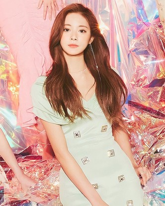 Фото №2 - Выбираем милое платье на лето в стиле Цзыюй из TWICE