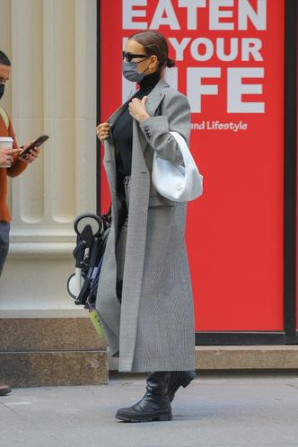 Фото №3 - По улицам Нью-Йорка как по подиуму: Ирина Шейк на прогулке с дочкой