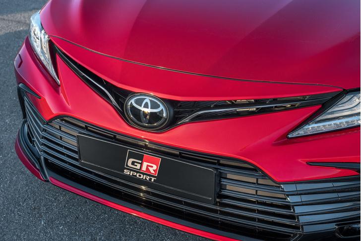 Фото №7 - Новая Toyota Camry примчалась в Россию с новыми моторами