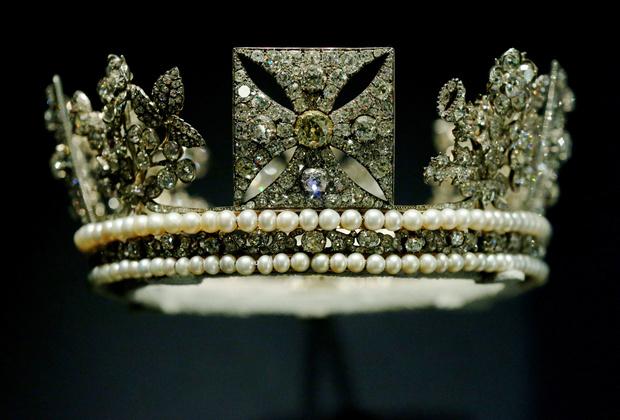 Фото №1 - 9 королевских тиар с удивительной историей