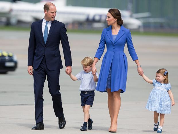 Фото №2 - Строгое королевское правило, которые неоднократно нарушали Кейт и Уильям