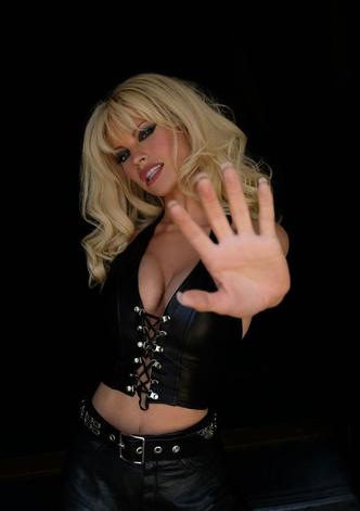 Фото №2 - Скандальная, модная, смелая: правила стиля Памелы Андерсон