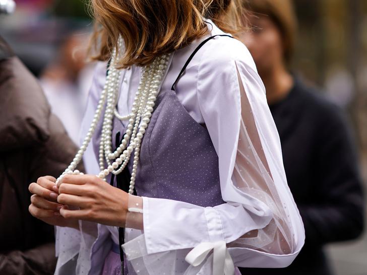 Фото №2 - Как носить жемчуг и не выглядеть старомодно: 6 стильных способов