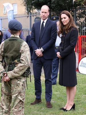 Фото №3 - Возвращение к жизни: первый (и очень королевский) выход герцогини Кейт после траура