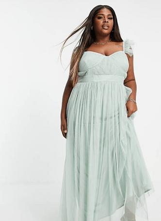 Фото №14 - Много красоты: 15 платьев на выпускной для plus size девчонок 👗