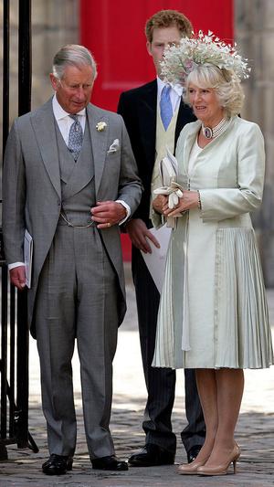 Фото №10 - Самые необычные и странные свадебные шляпки королевской семьи