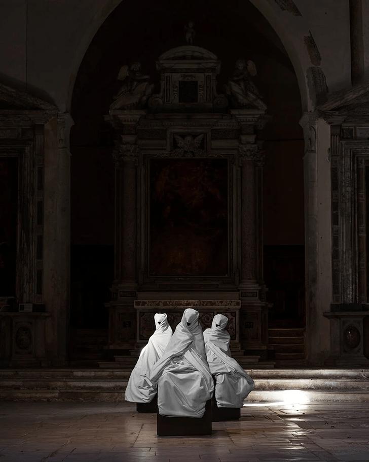 Фото №8 - Скульптуры с татуировками на уличной выставке в Тоскане