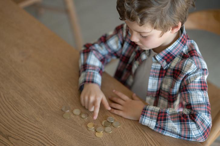 Фото №1 - Мама заставила 7-летнего сына платить ей за проживание, свет и Интернет