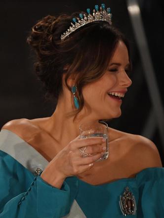 Фото №7 - Принцесса из сказки: самые эффектные выходы Софии Шведской в тиарах