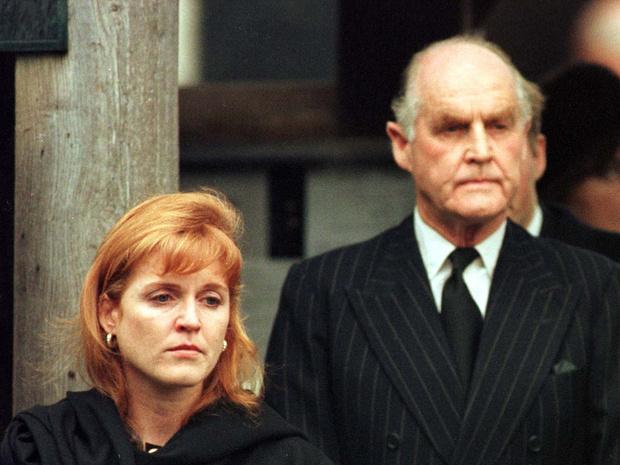 Фото №3 - История одного конфликта: что отец Сары Фергюсон не поделил с королевской семьей