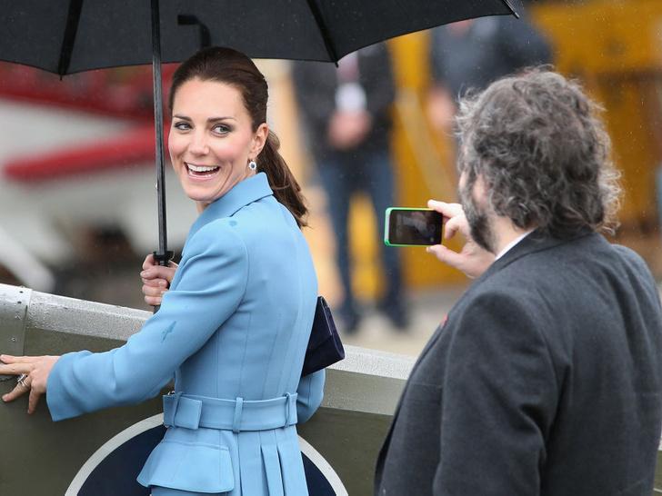 Фото №4 - Что можно и нельзя будущей королеве: 5 самых странных правил, которым обязана следовать Кейт Миддлтон