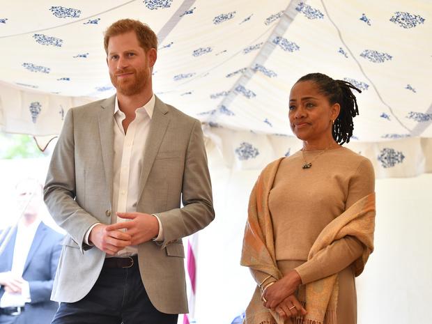 Фото №1 - Как мама Меган отнеслась к их с Гарри «разводу» с королевской семьей