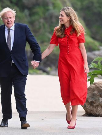 Фото №5 - Будущая королева и Первая леди: как Кэрри Симондс копирует стиль Кейт (и зачем)