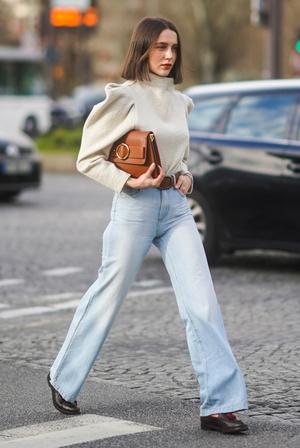 Фото №5 - От бедра: как выбрать правильные джинсы-клеш