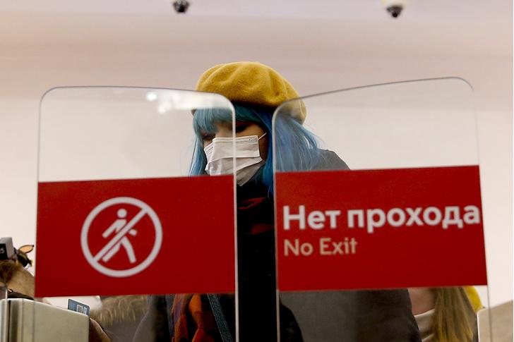 Фото №1 - Смертность растет, умирают полностью вакцинированные: Россия снова уходит на изоляцию из-за COVID-19