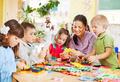 Отдавать ли ребенка в детский сад: за и против