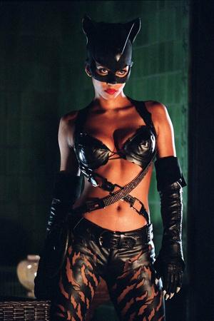 Фото №15 - От Монро до Женщины-кошки: самые скандальные наряды в истории кино