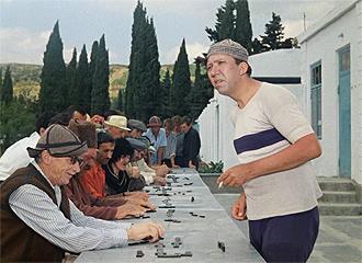 Фото №8 - Сколько сцен сейчас можно вырезать из любой киноклассики: на примере «Кавказской пленницы»
