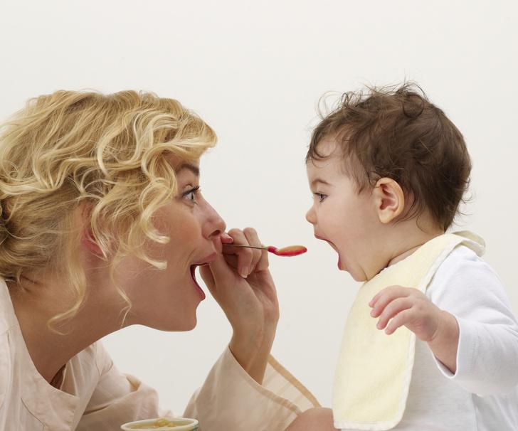 Фото №1 - Руки прочь: почему нельзя кормить детей с ложки