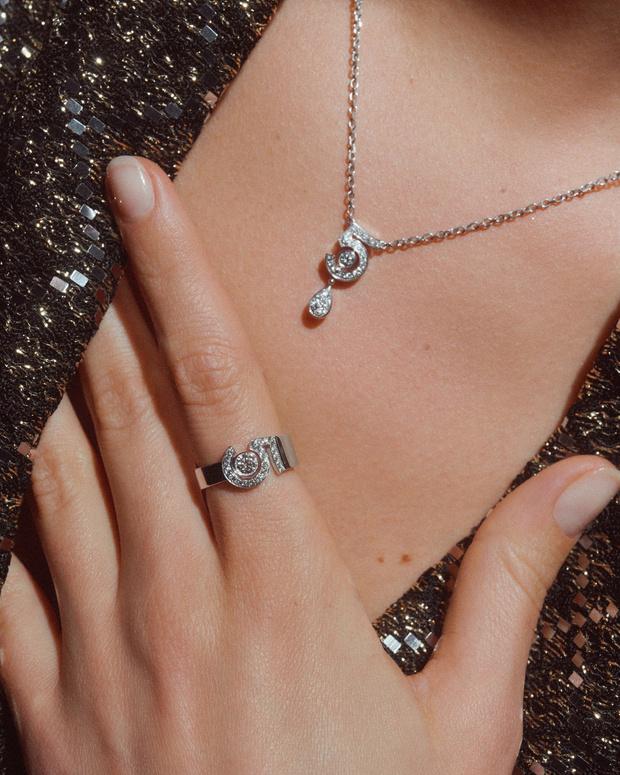 Фото №3 - Новые украшения Chanel, вдохновленные любимой цифрой Мадемуазель. Вы уже догадались какой?