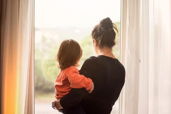 Фото №1 - Счастливое детство: стоит ли готовить ребенка к «ужасам» реальной жизни