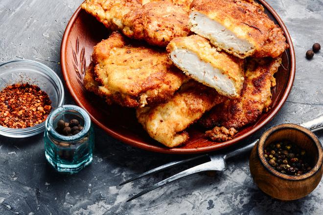 Куриное филе в кляре с сыром на сковороде рецепт с фото пошагово