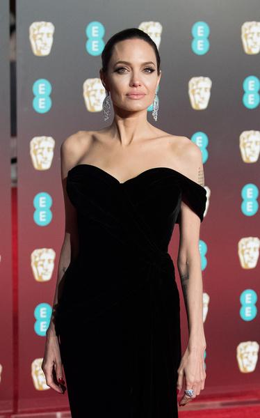 Фото №1 - «Я вынуждена это делать»: Анджелина Джоли пожаловалась на карьеру