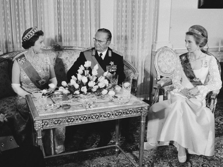 Фото №4 - Нарушая протокол: почему принцесса Анна могла носить тиару до свадьбы (а другие королевские особы— нет)
