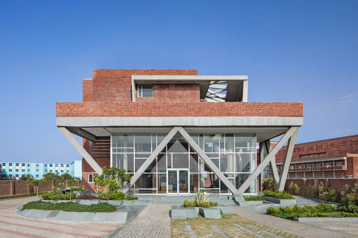 Фото №2 - Здание с нулевым потреблением энергии в Индии