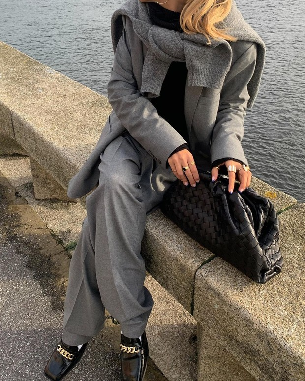 Фото №1 - Белые носочки с черными лоферами, или новые модные правила от стилиста Софии Коэльо
