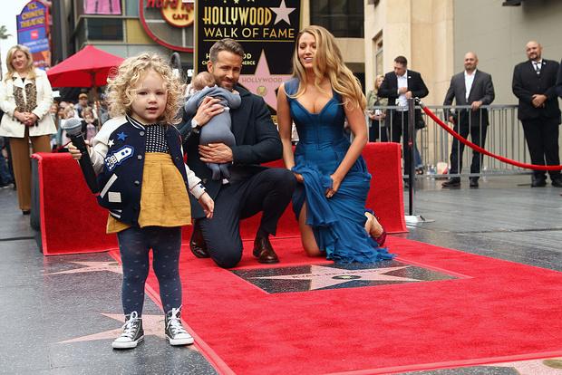 Фото №1 - Супермамы: звезды Голливуда, которые отказались от нянь