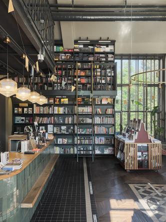 Фото №4 - Обновленный книжный магазин «Подписные издания» в Петербурге