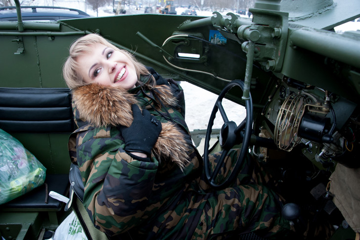 Фото №1 - Танкистка Татьяна Гайн: «Сейчас ты за рулем БТР, а вечером хочешь пирожное»