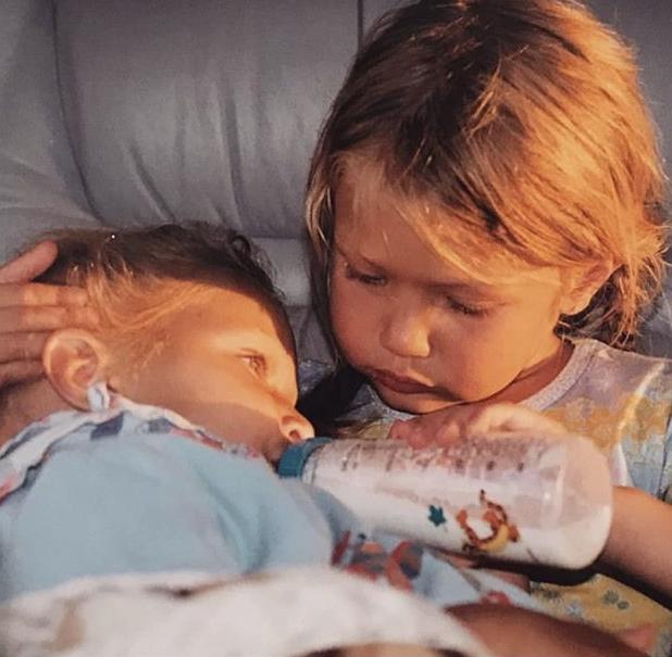 Фото №2 - 40 доказательств любви: редкие фото, которыми поздравили Беллу Хадид ее мама и сестра