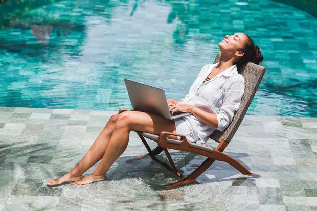 Фото №1 - Как не отвлекаться на работу в отпуске: советы экспертов