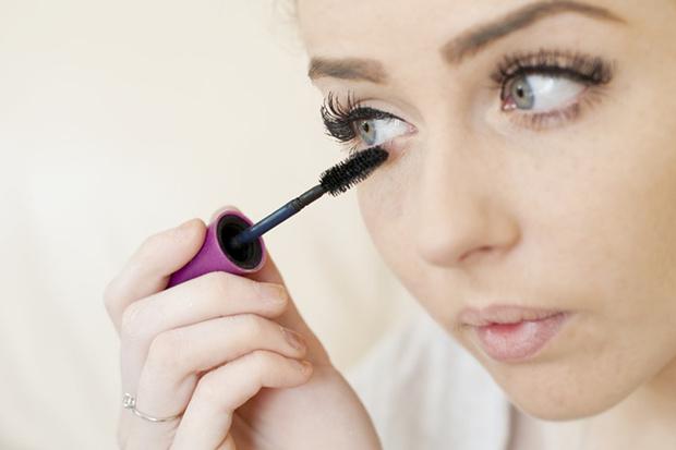 Фото №3 - Работа над ошибками: делаем макияж правильно