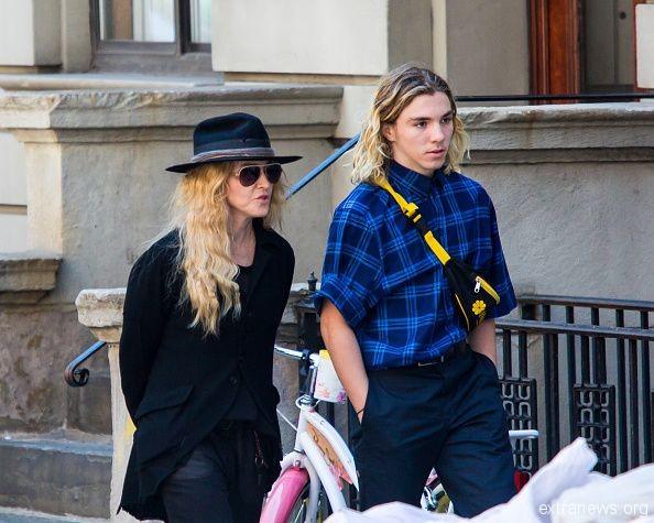 Мадонна с сыном фото