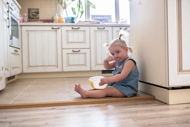 Фото №1 - Малыш пошел: 10 вещей, с которыми надо смириться